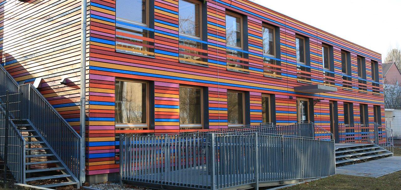 Bardage en bois multicolore